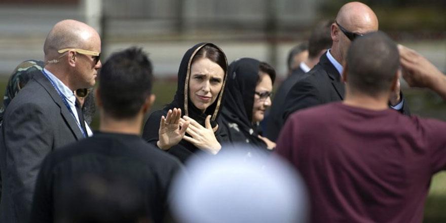 Yeni Zelanda Başbakanı Ardern: Başörtüsü taktığım için memnunum