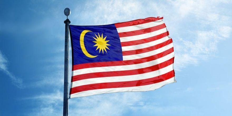 Malezya'da seçme ve seçilme yaşı 18'e indirildi