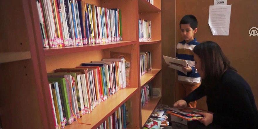 6 yaşındaki oğluna bir yılda 219 kitap okudu