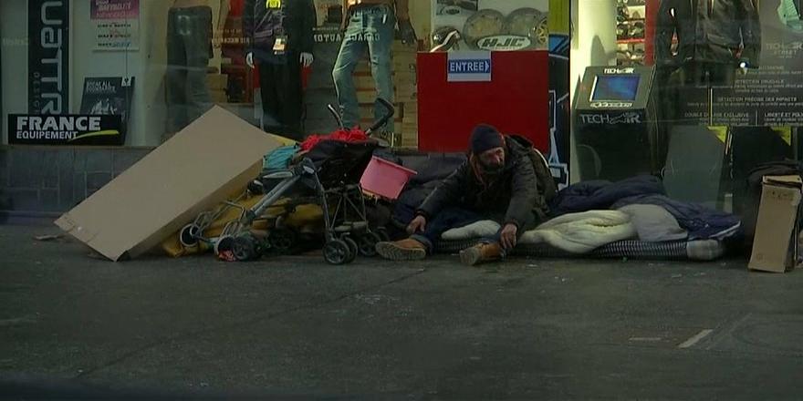 Fransa'da geçen yıl 566 evsiz kaldırım köşelerinde öldü