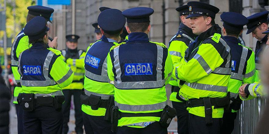 İrlanda polisine başörtüsü izni çıktı