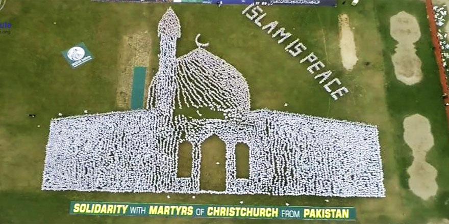 Binlerce Pakistanlıdan Nur Camii silueti ile mesaj