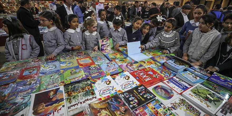 Gazze'de ablukanın gölgesinde kitap fuarı açıldı