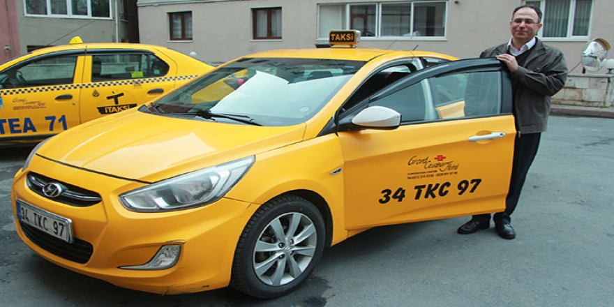 Taksisinde unutulan 30 bin Euro'yu sahibine teslim etti