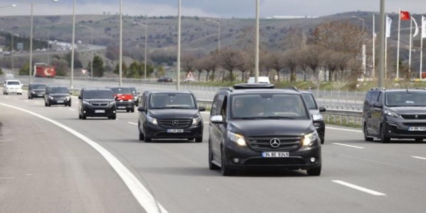 700 araçlık UBER konvoyuna polis engeli