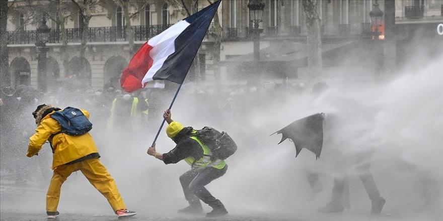 Fransa'da sağlık çalışanları grevde