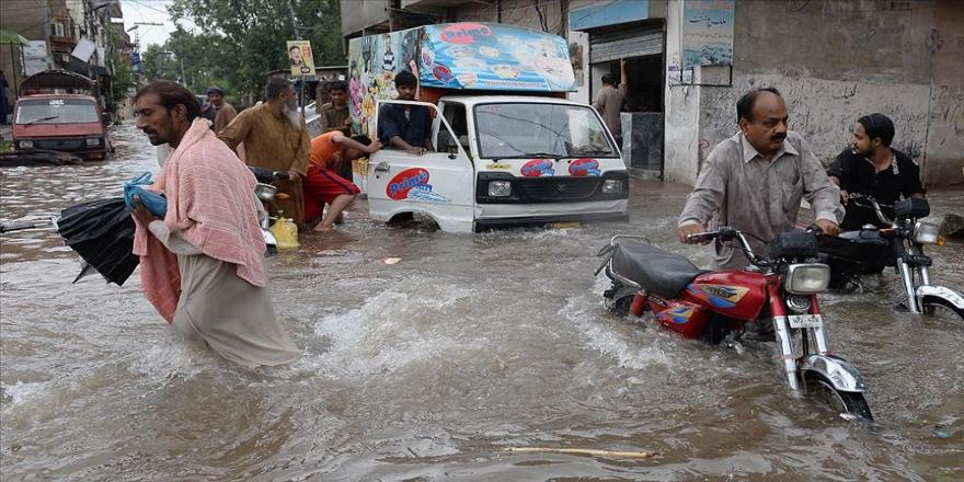 Pakistan'da sel: 39 ölü