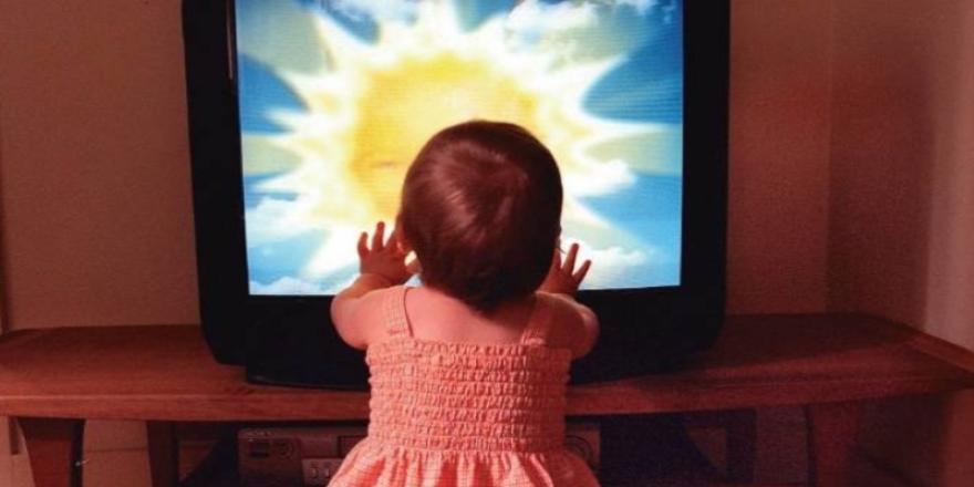 Bebekler için televizyon ve bilgisayar uyarısı