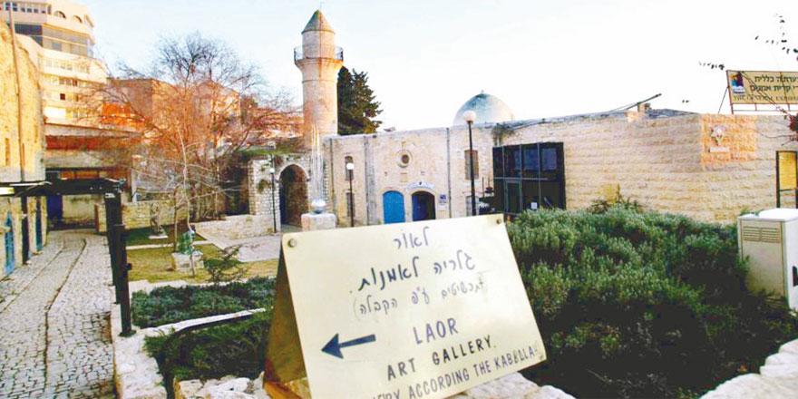 Ahlaksız İsrail camiyi içkili mekana dönüştürdü