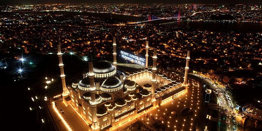 Berat gecesi Kur'an, dua, namaz ve tefekkürle idrak edildi