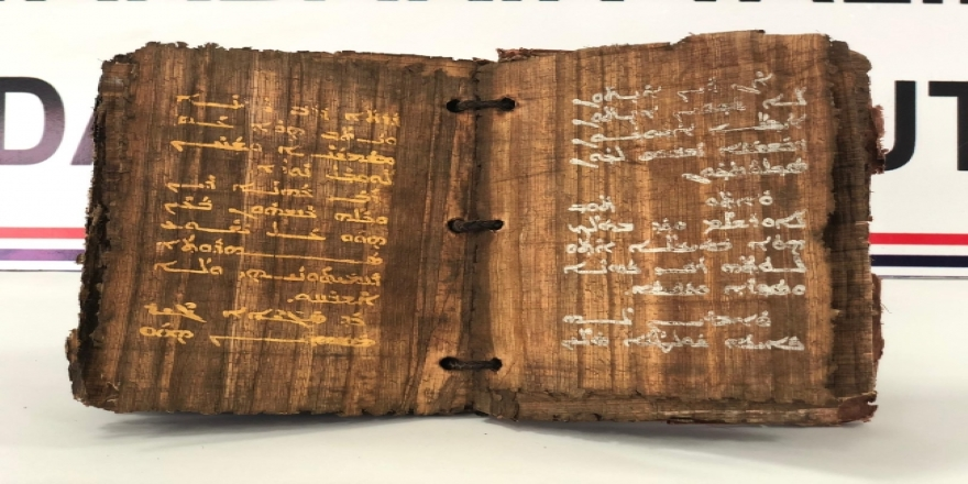 1300 yıllık altın yazmalı kitap ele geçirildi