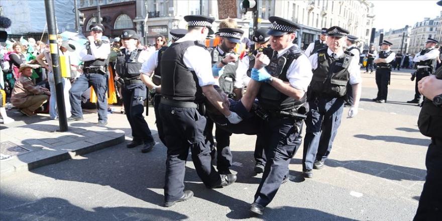 Londra'daki çevreci eyleminde gözaltı sayısı 750'yi geçti