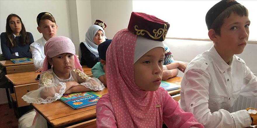 Yerleşik Tatarlar ana dillerini camide öğreniyor