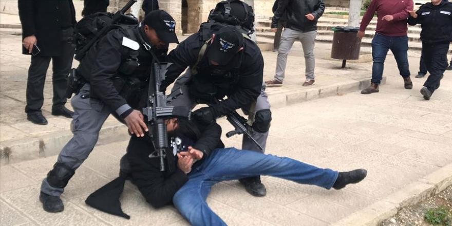 İsrail işgal güçleri 3'ü çocuk 10 Filistinliyi gözaltına aldı
