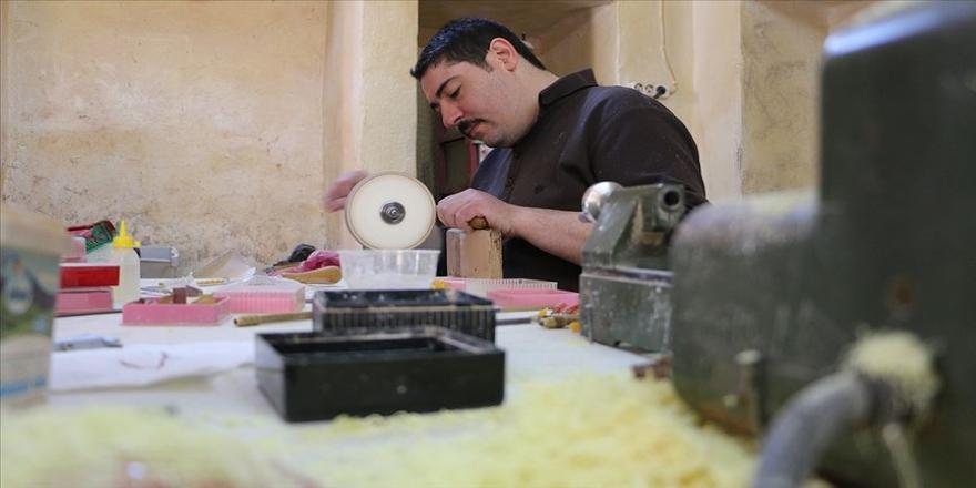 Şanlıurfa'da Osmanlı usulü çarkla tespih yapıyor