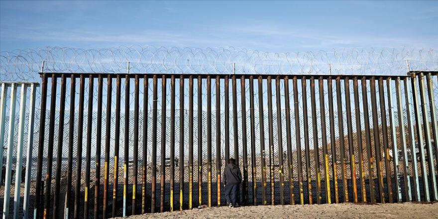 Biden döneminde de Meksika sınırındaki mültecilere gözaltı