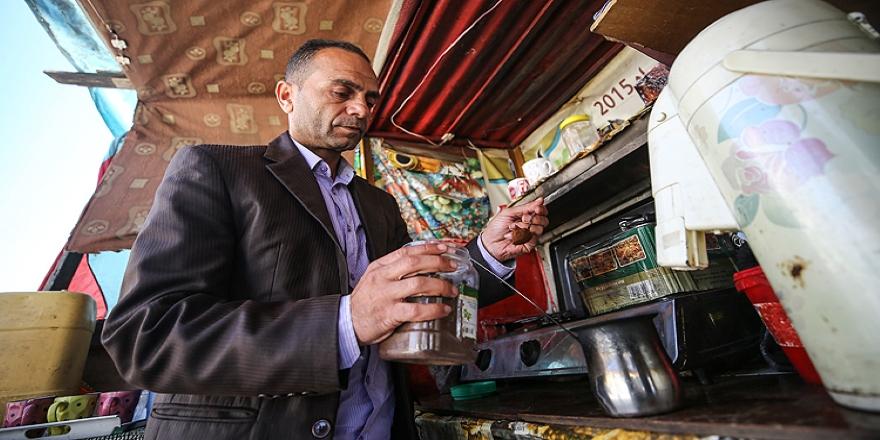 Ekonomik zorluklar Gazzeli yazarı kitaplarından kopardı