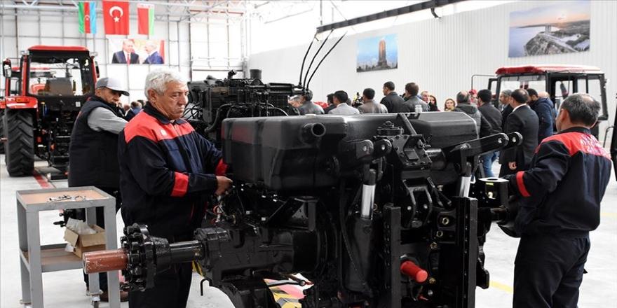 Traktör fabrikasında ilk traktörler banttan indi