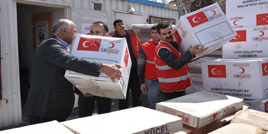 Türk Kızılaydan Hakkari'de evleri zarar gören ailelere yardım