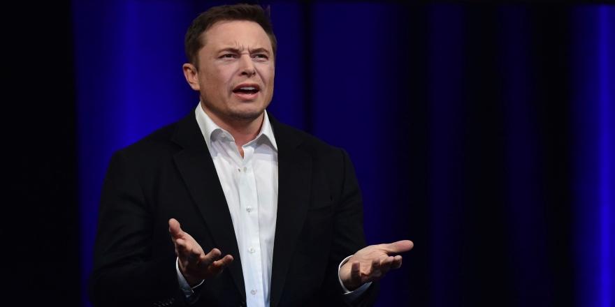 Elon Musk, 'Mars'a nükleer bomba atma' fikrinden vazgeçti