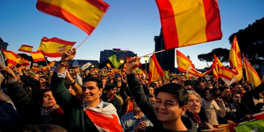İspanya yargılanan ayrılıkçı Katalanlara aktif siyaset yollarını kapattı