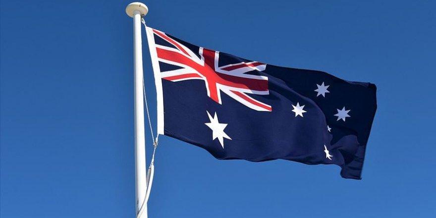 Avustralya'da İslam karşıtı vekile şok: İhraç!