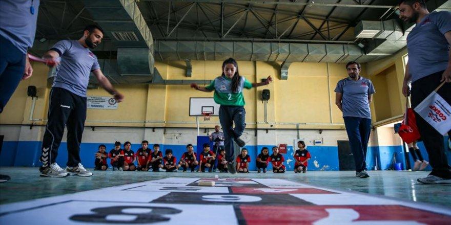 Diyarbakırlı çocuklar sokak oyunları ile eğlendi