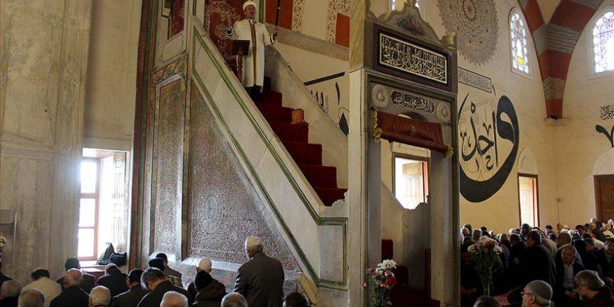 Edirne'de kılıçla hutbe geleneği sürüyor