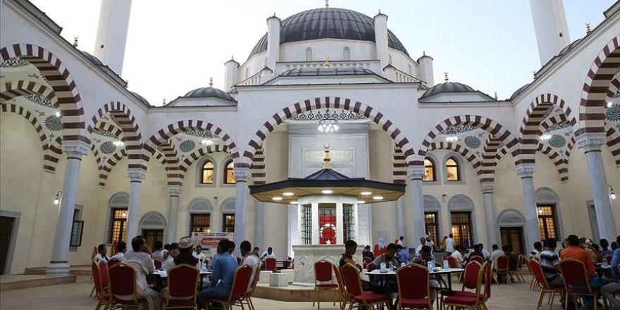 Cibuti'nin simgesi haline gelen 2. Abdülhamid Han Camisi'nde iftar
