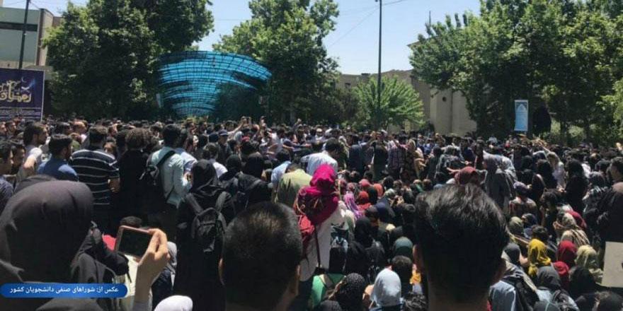 Burası da İran: Zorunlu başörtü uygulaması protesto edildi