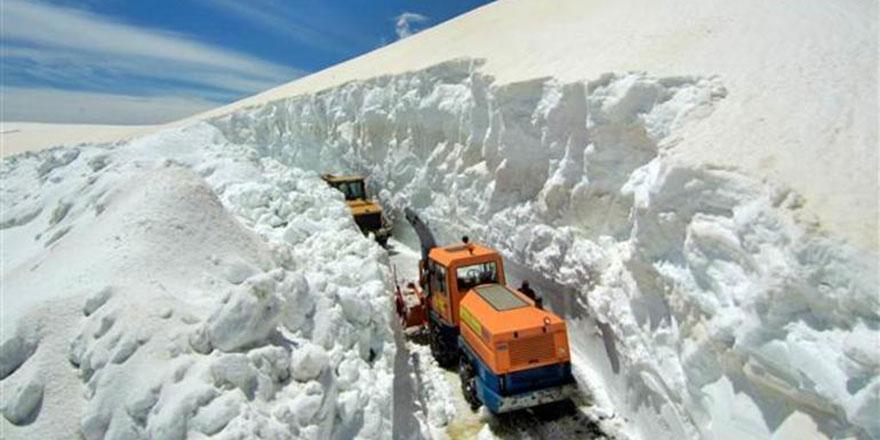 Beyaz rahmet o kadar yağdırılmış ki: Muş'ta kapalı olan yol 6 ay sonra açıldı