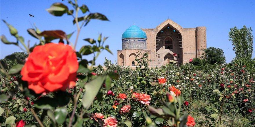 Ramazan'da Hoca Ahmet Yesevi Türbesi dolup taşıyor