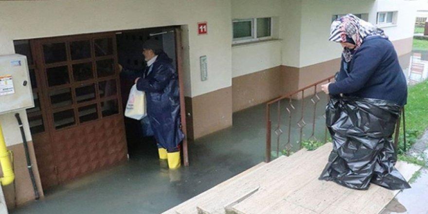 Bolu'da ev ve iş yerlerini su bastı