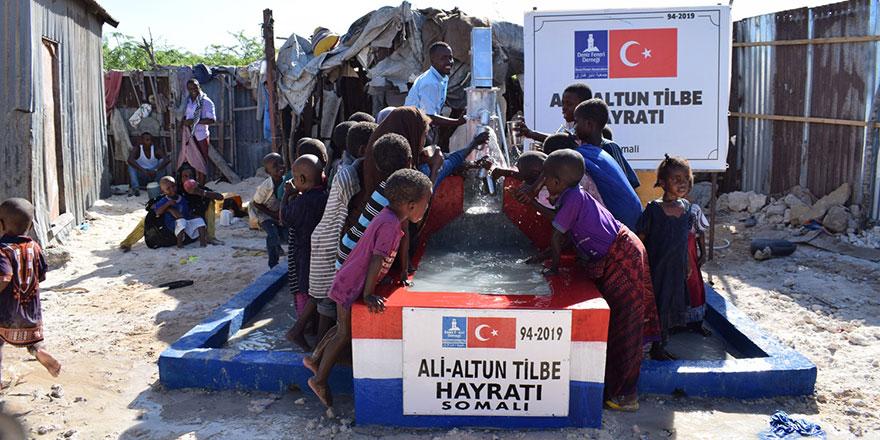 Yıldız Tilbe'den yetim çocuklara iftar sürprizi, Afrika'ya su kuyusu