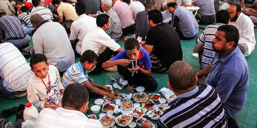 Darbeciler zorlaştırınca Mısırlılar pratik iftar yöntemi buldu