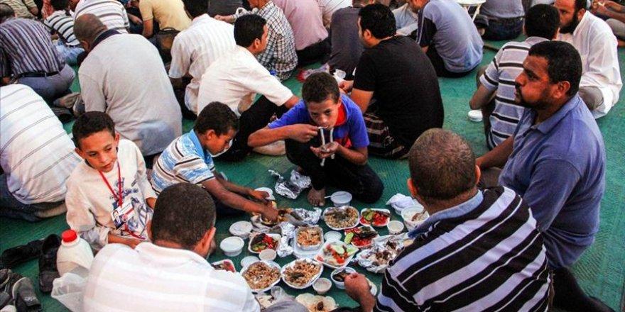 Mısır'da iftar çadırları kurulmuyor