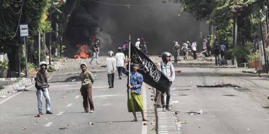 Endonezya'da kanlı protestolar: 8 ölü