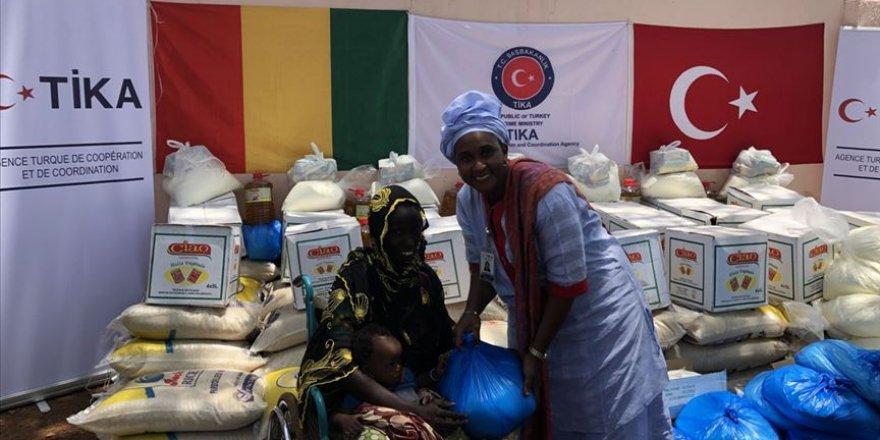 TİKA'dan Gine'de 500 aileye gıda yardımı