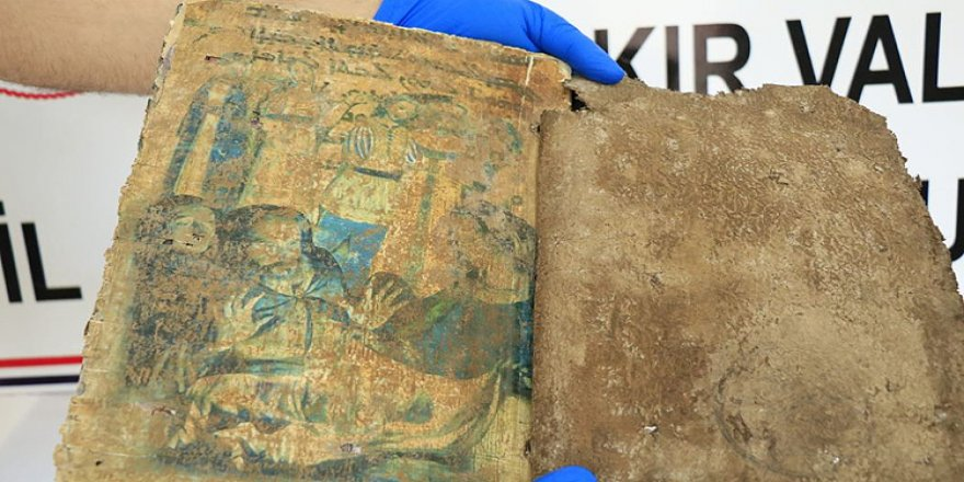 Bin 400 yıllık olduğu tahmin edilen kitap ele geçirildi