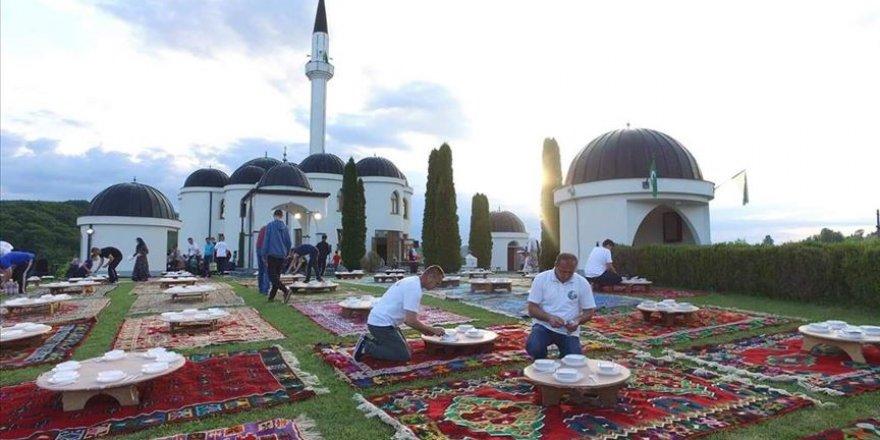 Bosna'da geleneksel iftar yapıldı