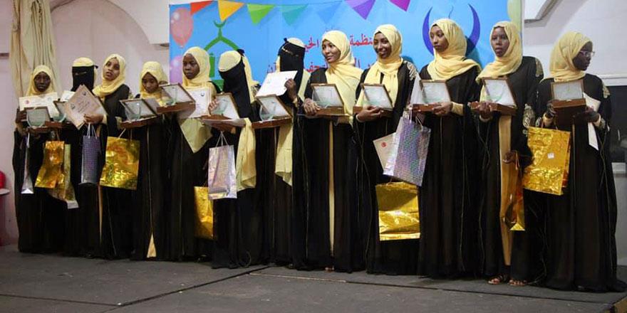 Hayrat Vakfı Sudan'da ilk hafızlarını mezun etti