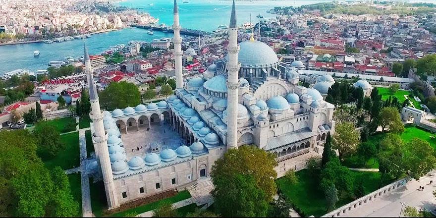 Süleymaniye Camiinin duvarını delik deşik ettiler!