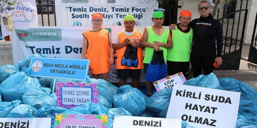 İzmir'de öğrencilerden atık temizliği