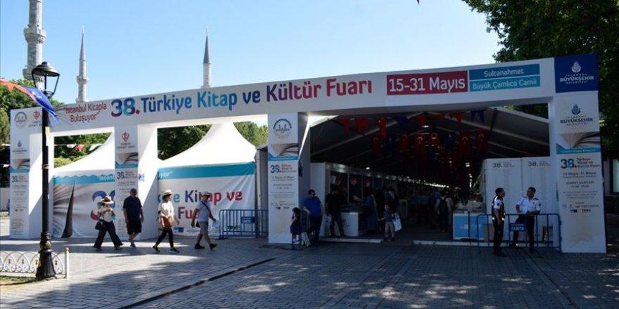 Rus da dinsiz kalamaz: Fuarda en çok Rusça mealli Kur'an satıldı