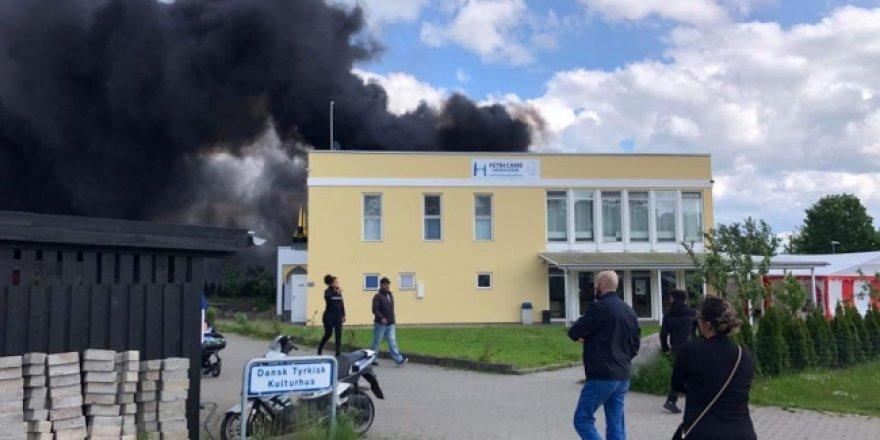 Danimarka'da camiye islamofobik saldırı