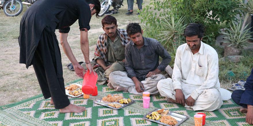 Pakistan'ın Ramazan geleneği: Yol kenarı iftar