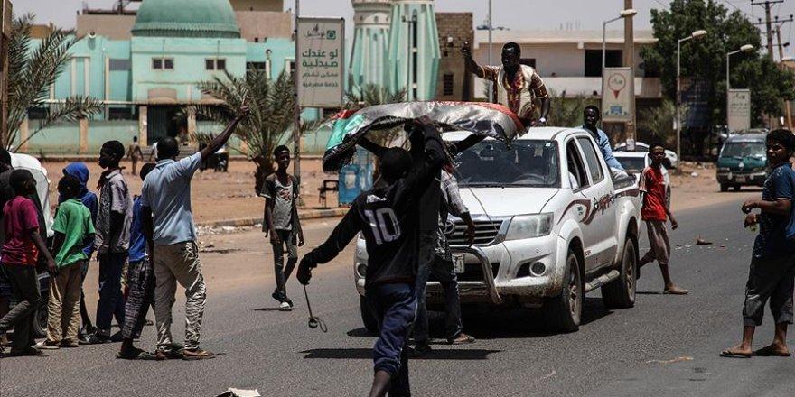 Sudan'da ordunun darbe karşıtı göstericilere müdahalesinde 35 kişi öldü