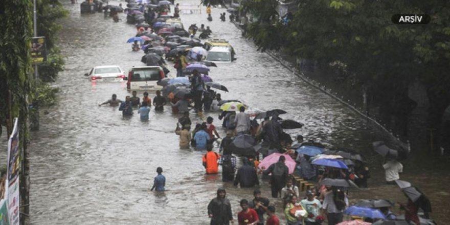 Hindistan'da sel ve fırtına