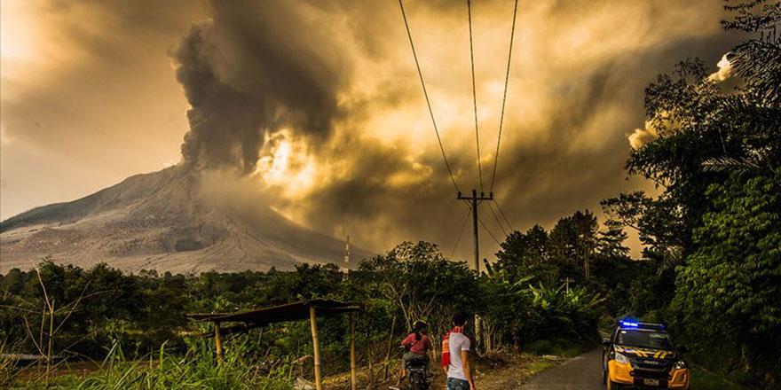 Yanardağ 7 bin metre yükseğe patladı maske uyarısı geldi