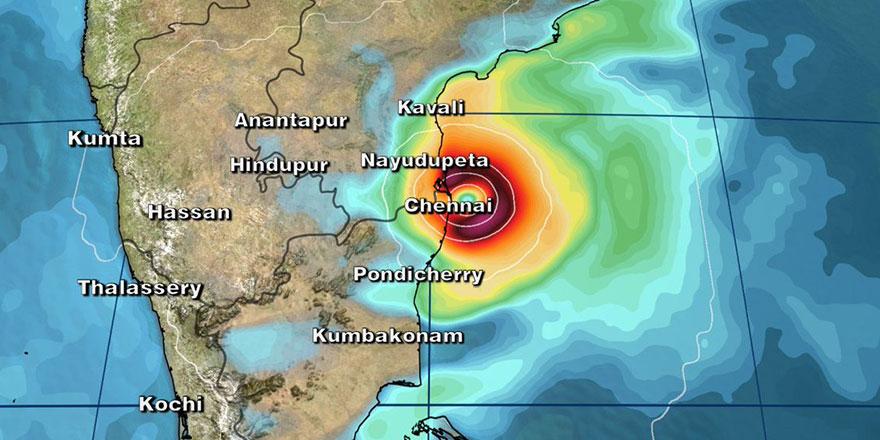Hindistan'da tahliyeler başladı: Kasırga geliyor